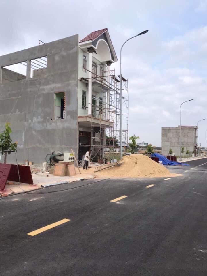 Bán lô đất 100m2 gần chợ Vĩnh Tân, MT đường DT742 giá 900 triệu, ngân hàng Vietcombank hỗ trợ 70%